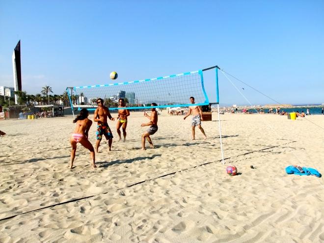 Volleyball sur les plages de Barcelone